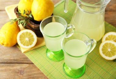 Jus de citron et citrons