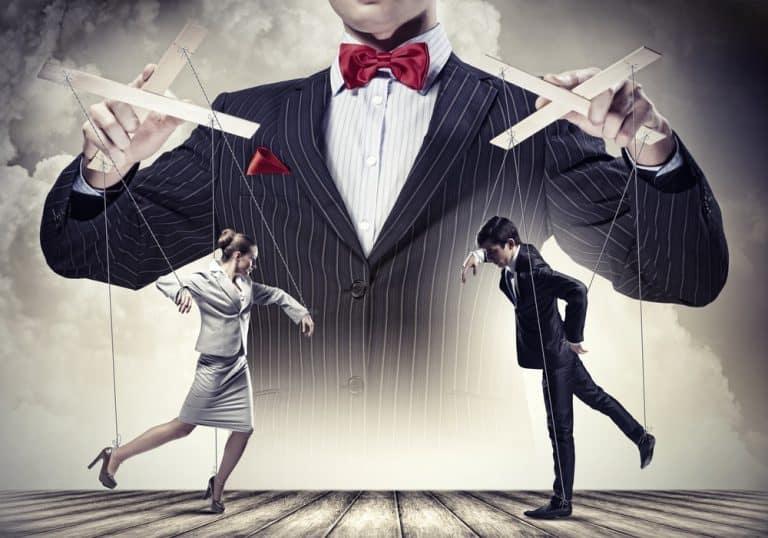 Les 13 signes qui montrent que quelqu'un essaye de vous manipuler