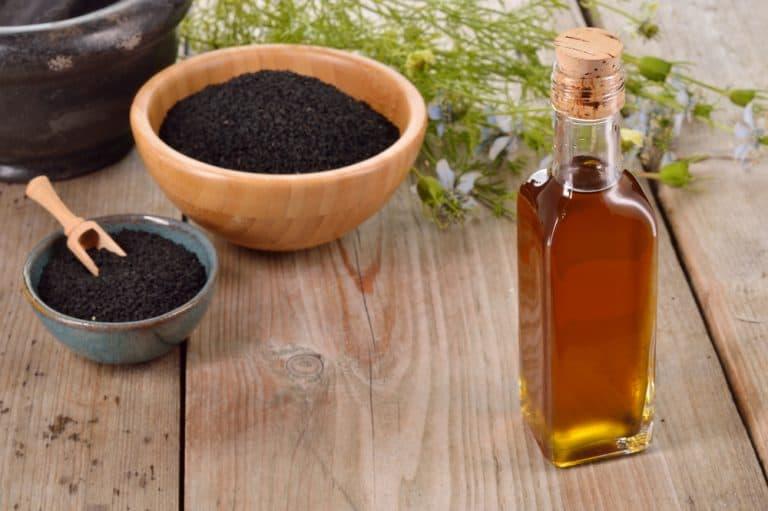 Les 9 raisons d'utiliser de l'huile de nigelle (comment bien l'utiliser)