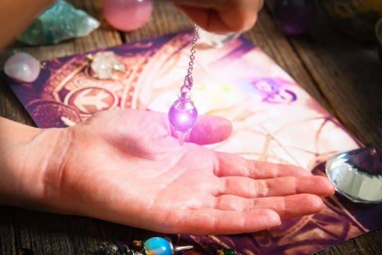 Le pendule divinatoire: comment le choisir et l'utiliser
